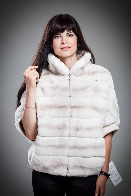 размер L - но идет на 44, внутри полностью мех кролик, длина куртки 58см, д